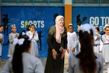 Школьницы в школе БАПОР