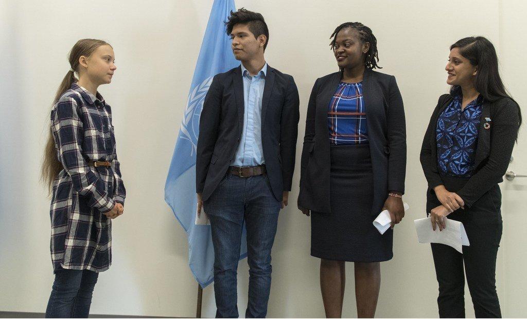 Les jeunes activistes pour le climat Greta Thunberg, Bruno Rodriguez, Wanjuhi Njoroge et Komal Karishma Kumar au siège de l'ONU pour le Sommet de la jeunesse pour le climat  le 21 septembre 2019