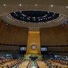 المندوبون في قاعة الجمعية العامة للأمم المتحدة وهم يمارسون التباعد الاجتماعي مع بدء الاجتماعات خلال أكثر أسبوع ازدحاما خلال العام في الأمم المتحدة.