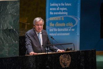 Le Secrétaire général de l'ONU, António Guterres, s'adresse aux délégués dans la salle de l'Assemblée générale des Nations Unies