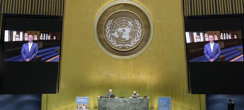 رئيس محكمة العدل الدولية، السيد عبد القوي أحمد يوسف يتحدث إلى الجمعية العامة