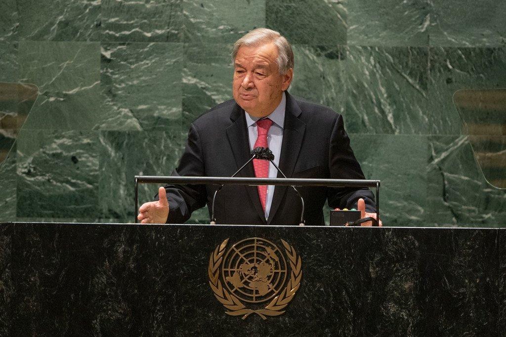 Генсек ООН Антониу Гутерриш выступает на открытии общеполитической дискуссии 76-й сессии Генассамблеи ООН.