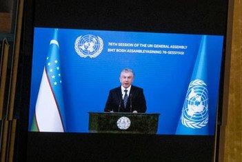Президент Узбекистана Шавкат Мирзиёев обращается по видеосвязи к делегатам 76-й сессии Генассамблеи.