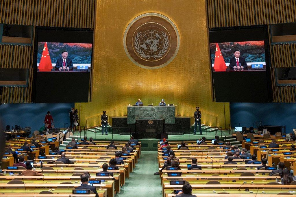 चीन के राष्ट्रपति शी जिनपिंग (स्क्रीन पर) ने, संयुक्त राष्ट्र महासभा के 76वें सत्र की जनरल डिबेट को सम्बोधित किया.