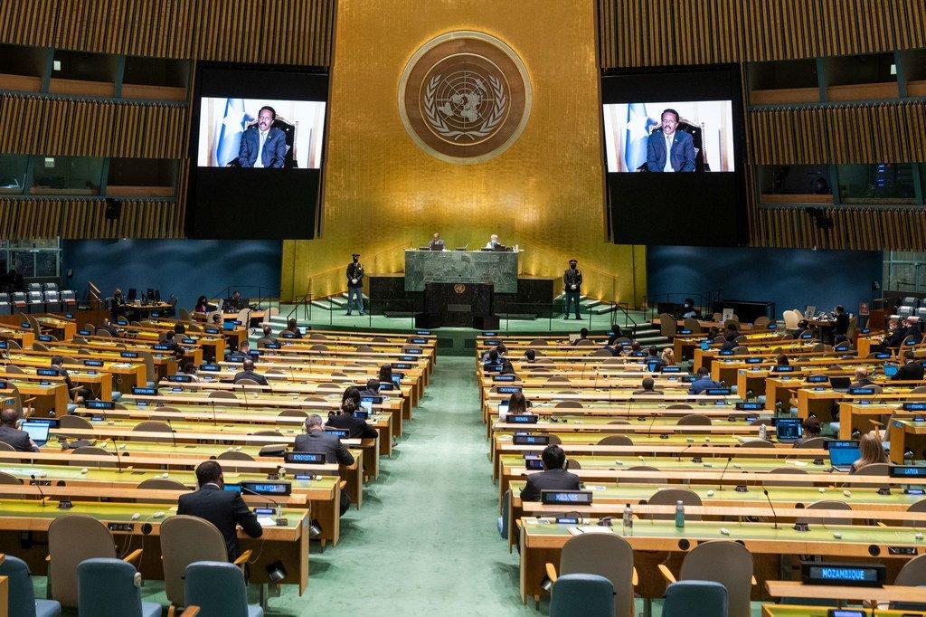 الرئيس الصومالي محمد عبد الله محمد فرماجو يلقي كلمة بلاده في المناقشة العامة للدورة الـ 76 للجمعية العامة للأمم المتحدة.