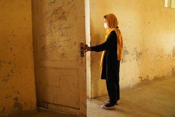 Alors que les écoles rouvrent lentement dans certaines régions d'Afghanistan, il est important de veiller à ce que les filles et les garçons puissent y retourner en toute sécurité.