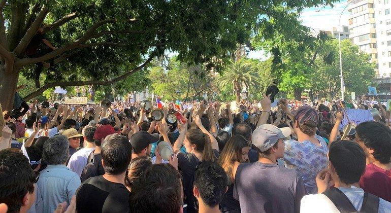 Manifestantes en las calles de Santiago de Chile