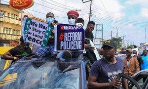 Nigerianos protestan en Lagos.