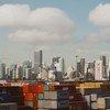 Contenedores de carga en un puerto de Miami, en los Estados Unidos.