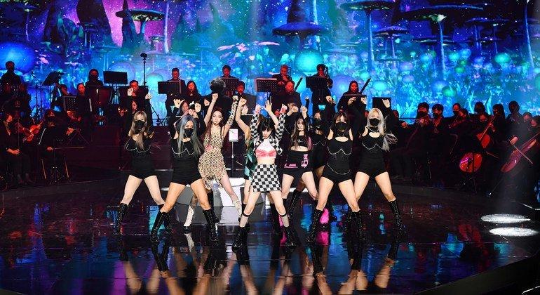 Le groupe sud-coréen Aespa se produit lors du concert de la Journée des Nations Unies, au siège de l'ONU à New York, le 21 octobre 2021.