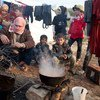 Обитатели лагеря Ках, расположенного в сирийском Идлибе недалеко от границы с Турцией, проживают в крайне трудных условиях.