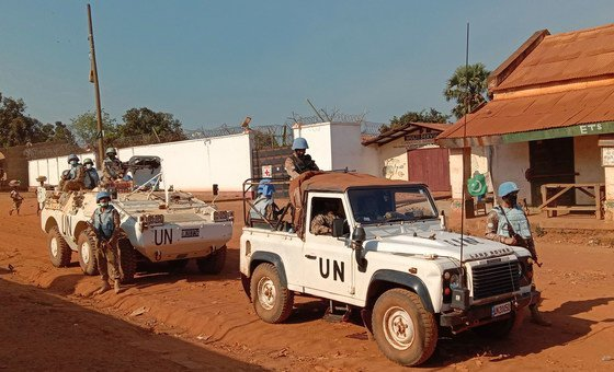 Миротворцы ООН из Пакистана патрулируют улицы в городе Кага Бандоро в Центральноафриканской Республике