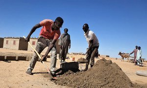 The UN refugee agency has launched cash-for-work programmes which employ youth from host communities in Awaradi, Niger, to make bricks.