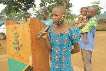Eneo la Beni jimboni Kivu Kaskazini nchini DRC, Cecile ambaye ni yatima akitoa shukrani baada ya kituo chao cha yatima, Mungu ni Mwema kupokea msaada kutoka kwa walinda amani wa Tanzania, TANZBATT_7