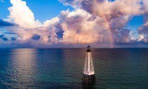 Маяк у побережья Флориды в США.