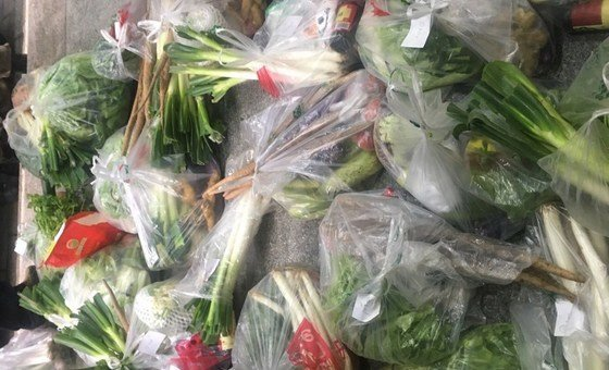 vegetables delivered by community workers to Wuhan residents during quarantine