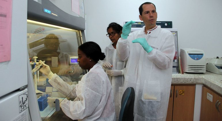 The UN's Pan American Health Organization (PAHO) provides COVID-19 test training to laboratory specialists in Guyana.