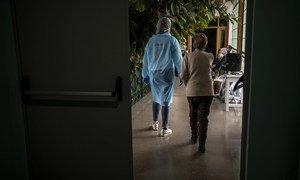 Personal de Médicos Sin Fronteras en residencias de personas mayores