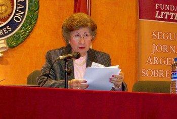 Alicia María Zorrilla durante su intervención en el II Congreso Argentino de Normativa del Español, organizado por la Fundación Litterae.