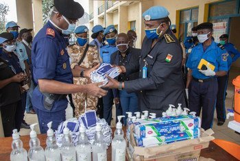 MONUSCO Police donate personal protective equipment, including face masks and hand sanitizer, to the provincial police commissariat of the Congolese National Police in South Kivu.