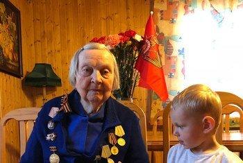 Зинаида Корнева с праправнуком Ричардом Пановым.