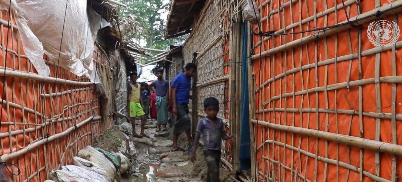 مخيمات اللاجئين في كوكس بازار هي الأكبر في العالم، حيث تستضيف حوالي 860 ألف لاجئ من الروهينجا الفارين من ميانمار.