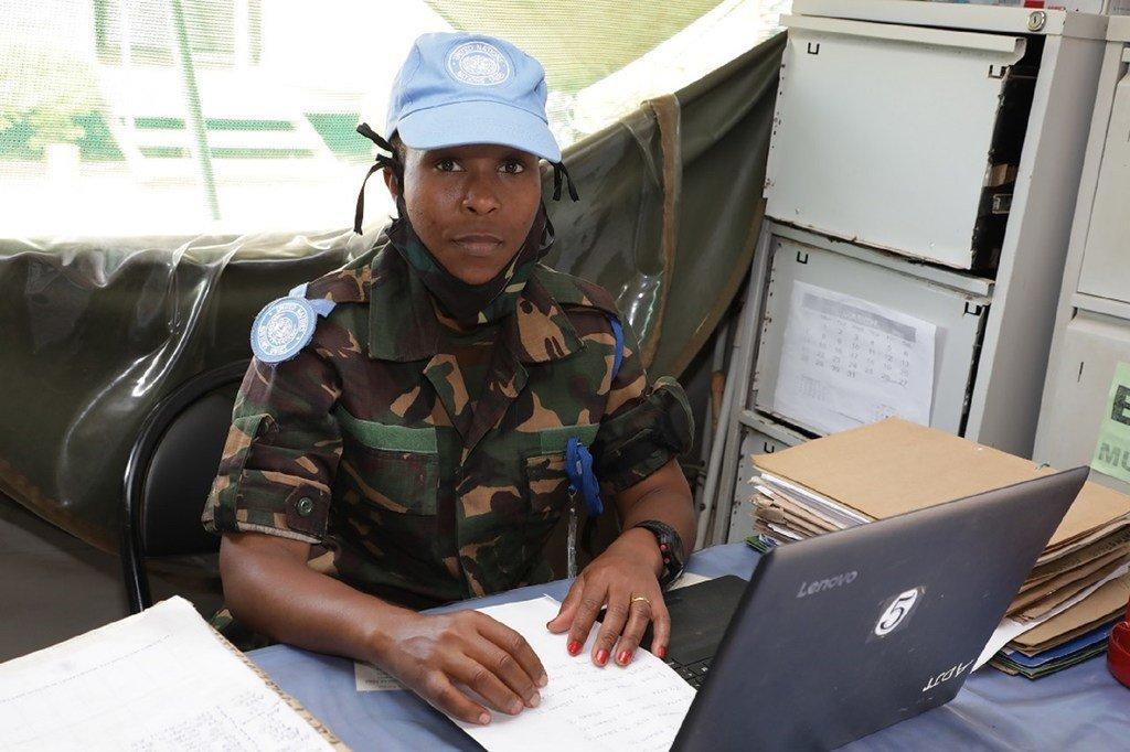 Joyce Akany Tweve, mlinda amani kutoka Tanzania akihudumu chini ya bendera ya Umoja wa Mataifa huko DRC.