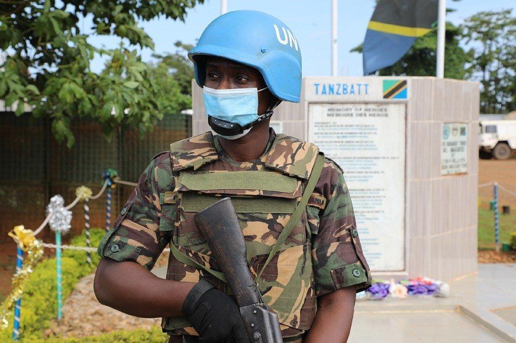 Fredrick Urassa, mlinda amani kutoka Tanzania akihudumu chini ya bendera ya Umoja wa Mataifa huko DRC.
