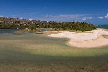 Les communautés côtières, comme Port Sud-Est à Maurice, sont exposées aux effets néfastes du changement climatique.