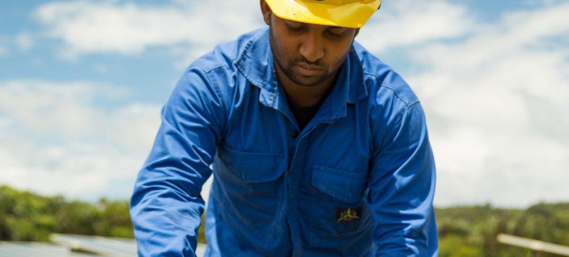 Jasvirsing Jeetul es un técnico en el sector fotovoltaico. El Fondo Monetario Intenacional y preparar el terreno para una recuperación más ecológica, justa y duradera
