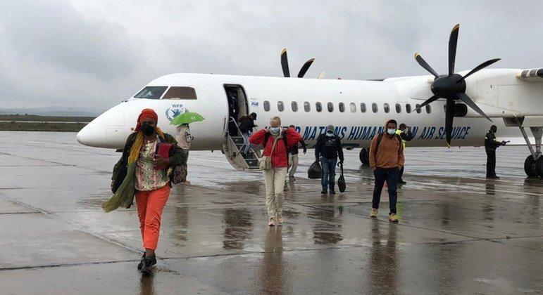 من الأرشيف: عمال إغاثة يصلون إلى ميكيلي في إقليم تيغراي بشمال إثيوبيا على متن أول رحلة إنسانية إلى المنطقة.