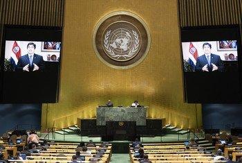 El Presidente Carlos Alvarado Quesada de Costa Rica (en las pantallas) se dirige al debate general del septuagésimo quinto período de sesiones de la Asamblea General.