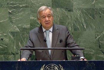 El Secretario General de las Naciones Unidas, António Guterres, se dirige a los delegados en la sala de la Asamblea General durante la inauguración del debate de alto nivel.