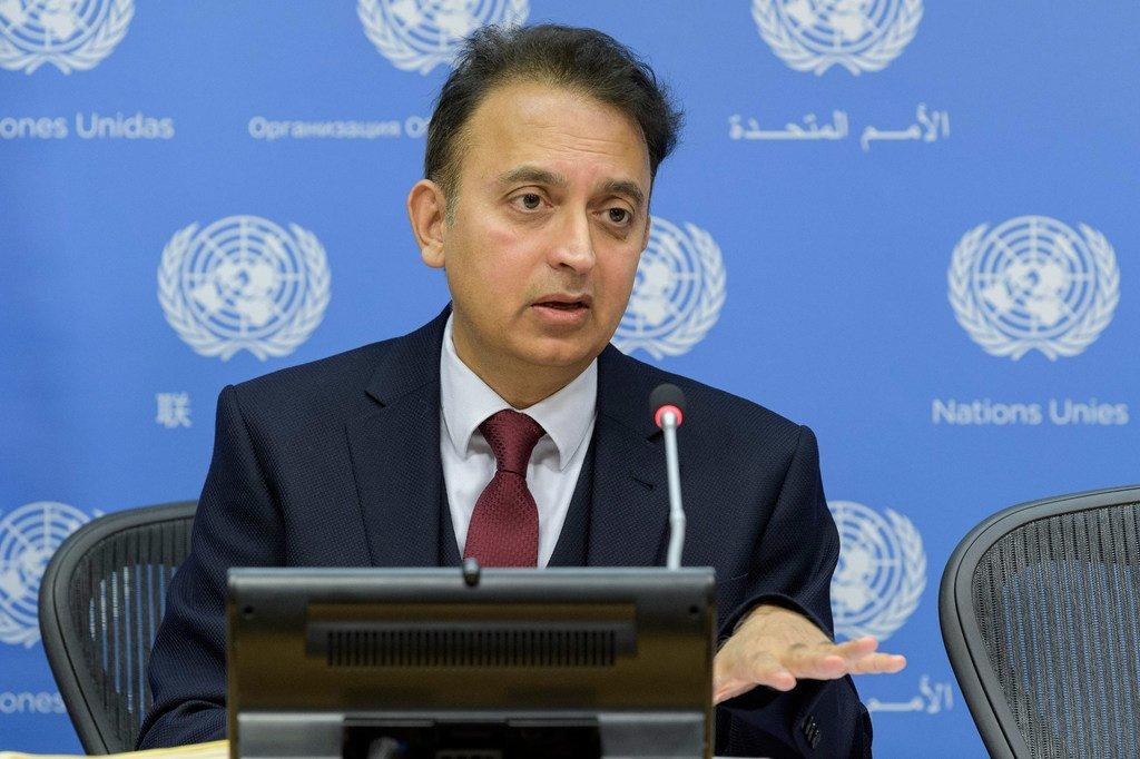 Javaid Rehman, rapporteur spécial sur la situation des droits de l'homme en République islamique d'Iran, informe les journalistes.