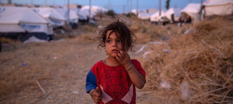 Тысячи беженцев, включая детей и женщин, прибывают в Ирак, спасаясь от боевых действий на северо-востоке Сирии.
