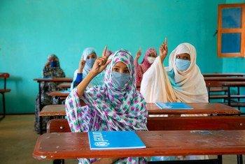 Estudiantes vuelven a las auas en Mauritania después de meses cerradas por la pandemia de COVID-19