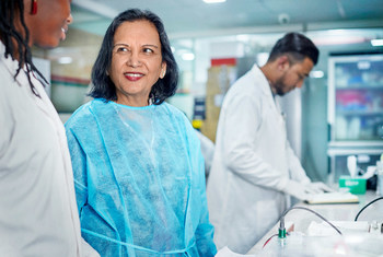 """来自孟加拉国的女科学家卡德里(Firdausi Qadri)荣获亚太地区2020年度""""欧莱雅 - 教科文组织杰出女科学家奖""""。"""