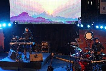 Des musiciens se produisent lors d'un concert en Inde, en décembre 2019, avant le déclenchement de la pandémie de Covid-19.