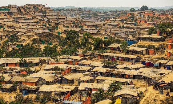 Milhares de refugiados de Rohingya estão vivendo no campo de refugiados de Hakimpara em Bazar de Cox, Bangladesh.