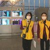 Des employés de l'aéroport international Chengdu Shuangliu, en Chine, portent des masques.