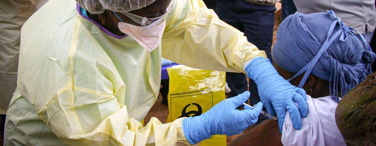 La vaccination a commencé neuf jours après la déclaration de l'épidémie d'Ebola en Guinée en 2021.