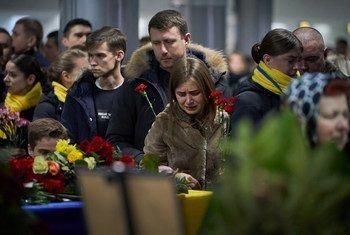 2020年1月19日,乌克兰在基辅鲍里斯波尔国际机场迎回PS752航班部分遇难者的遗体,并举行追思仪式。