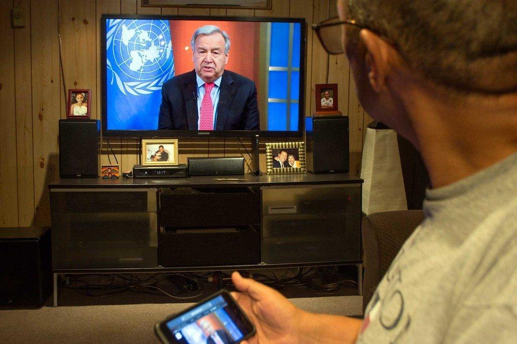 联合国秘书长古特雷斯在联合国网络电视上播出的虚拟新闻发布会上呼吁全球停火。