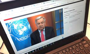 """الأمين العام للأمم المتحدة، أنطونيو غوتيريش، يوجه نداء، عبر الفيديو، اليوم الاثنين، يحث فيه على وقف إطلاق النار في جميع أنحاء، قائلا: """"لقد حان الوقت لوقف النزاعات المسلحة والتركيز معا على المعركة الحقيقية في حياتنا، وهي كوفيد-19."""