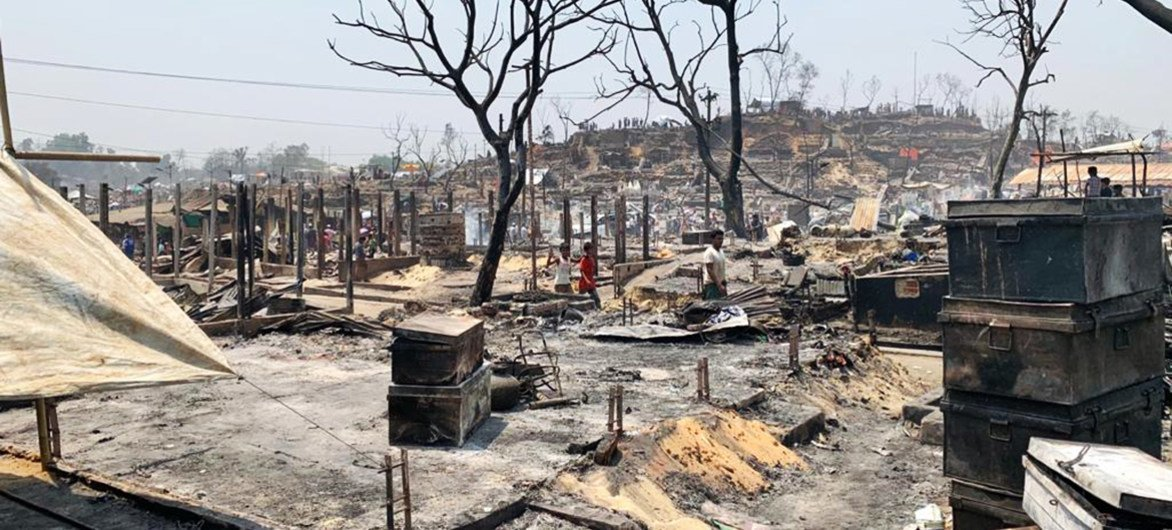 कुटुपलाँग महाशिविर में आग लगने से शरणार्थियों की शरणस्थली और सम्पत्ति जलकर खाक हो गई.