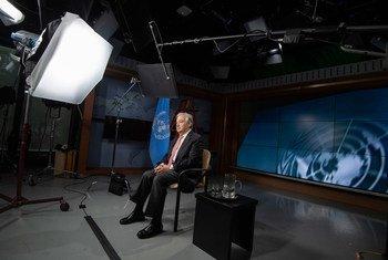 Secretário-geral grava mensagem nos estúdios das Nações Unidas