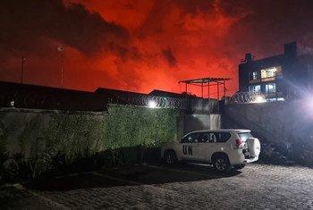 El cielo se tornó rojo en Goma, al este de la República Democrática del Congo, debido a la erupción del volcán Nyiragongo.