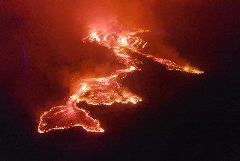 Lava do vulcão Monte Nyiragongo flui em direção à cidade de Goma, no leste da República Democrática do Congo