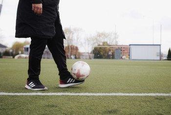 Футболисты напомнят болельщикам о необходимости соблюдать дистанцию, носить маски и мыть руки с мылом.
