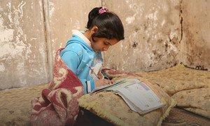 尽管新冠病毒病大流行造成了破坏,叙利亚德拉(Dera'a)的一个难民营中,一名年轻的巴勒斯坦难民仍在坚持学习。